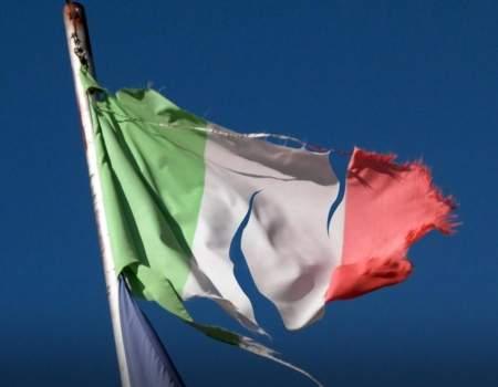 bandiera-italiana-strappata | Movimento 24 Agosto