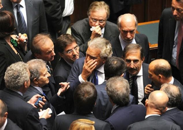 LA CASTA HA VINTO: IL SENATO RIDÀ IL VITALIZIO A 700 POLITICI